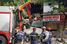 [Photo] Cận cảnh ngôi nhà 2 tầng bất ngờ đổ sập trên phố Hàng Bông