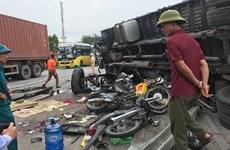[Video] Kinh hoàng xe tải lật đổ làm 5 người tử vong tại Hải Dương