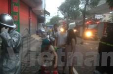 Cảnh sát PCCC giải cứu người phụ nữ mang bầu khỏi đám cháy