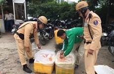Hà Nội: Cảnh sát giao thông bắt giữ 2 tạ nội tạng bốc mùi
