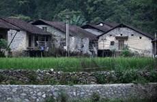 [Photo] Ngắm nhìn ngôi làng nhà sàn bằng đá có một không hai