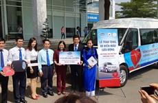 Vinamilk tặng xe hiến máu cho Trung tâm hiến máu nhân đạo TPHCM