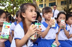 Vinamilk trao 76.500 ly sữa nhân ái tới trẻ em tỉnh Vĩnh Long