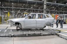 Vinfast hoàn thành sản xuất thân vỏ xe Lux Suv đầu tiên