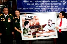 Câu lạc bộ Trường Sơn giao lưu với Việt kiều tại Lào