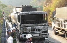 Xe bồn chở 32.000 lít xăng bất ngờ bốc cháy trên đèo Bảo Lộc