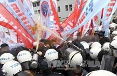 Dân Thổ Nhĩ Kỳ biểu tình yêu cầu thủ tướng từ chức