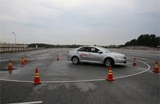 TMV đào tạo sâu về lái xe an toàn cho cảnh sát giao thông