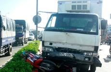 Đi xe máy chở ba đâm trực diện xe tải, hai học sinh tử vong