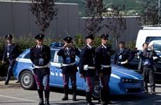 Italy trang bị bình hơi cay thử nghiệm cho lực lượng cảnh sát