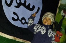"""Một góa phụ người Anh đăng ảnh """"thế hệ tương lai"""" của IS"""