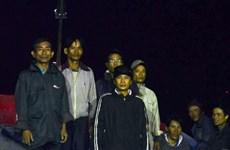 Đưa 5 ngư dân bị nạn trên vùng biển Hoàng Sa về đất liền an toàn
