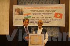Tặng Huân chương cho Chủ tịch Ủy ban đoàn kết Ấn-Việt