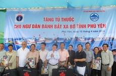 Tặng 150 tủ thuốc cho chủ tàu đánh bắt xa bờ của tỉnh Phú Yên
