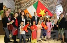 Giữ gìn bản sắc văn hóa trong gia đình Ireland nhận con nuôi Việt