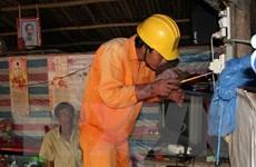 Tuyên truyền cho người dân về an toàn điện trong mùa mưa bão