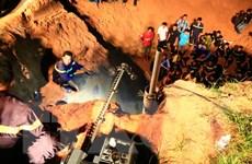 [Photo] Cuộc giải cứu bé gái kẹt sâu 15m trong giếng công nghiệp