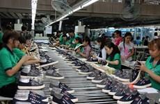 Công nhân đề nghị Nhà nước kiểm soát giá trước việc tăng lương