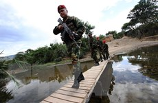 Venezuela lệnh phong tỏa cây cầu cuối cùng nối với Colombia
