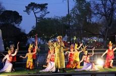 """Làn điệu ví, giặm thu hút khách dự """"Lễ hội Văn hóa phương Đông"""""""