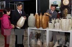 Nhiều mặt hàng đa dạng, phong phú tại hội chợ Làng nghề Việt Nam
