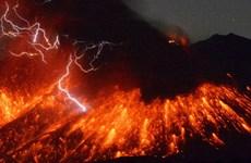 Nhật Bản: Núi lửa Sakurajima phun trào, dân không được tới gần
