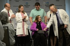 Bác sỹ Mỹ thực hiện thành công ca cấy ghép tử cung đầu tiên
