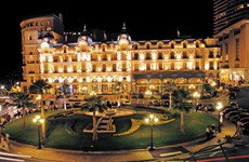 Pháp: Giá khách sạn tại 10 nơi đăng cai Euro tăng khoảng 80%
