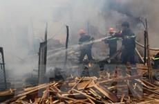 Hỏa hoạn thiêu rụi một phần xưởng sản xuất gỗ ở Đồng Tháp