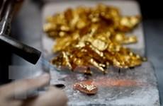 Vàng đi lên trong khi dầu xuống mức thấp nhất hơn một tháng qua