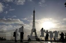 Nước Pháp mất 1,5 triệu du khách do lo ngại tấn công khủng bố
