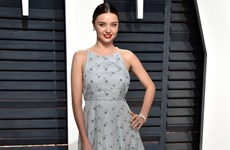 """Các mỹ nhân diện trang phục dự tiệc hậu Oscar """"lấn lướt"""" thảm đỏ?"""