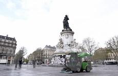 Thủ đô Paris chi gần 2 triệu USD để làm sạch thành phố