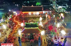 Du khách thưởng thức nhiều hoạt động độc đáo tại Lễ hội Phủ Dầy