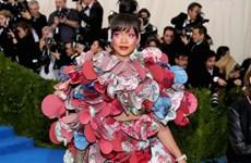 Rihanna diện trang phục lạ thống lĩnh thảm đỏ Met Gala 2017