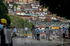 Phe đối lập Venezuela dựng chướng ngại vật phản đối Hiến pháp mới