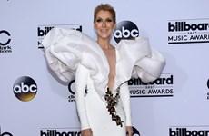 Céline Dion tỏa sáng ở tuổi 49 trên thảm đỏ Billboard Music Awards