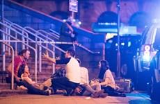 Làng giải trí thế giới tưởng niệm nạn nhân của vụ nổ ở Manchester