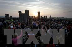 Người Anh đón ngày dài nhất trong năm tại vòng tròn đá Stonehenge