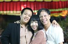 Cư dân mạng dậy sóng với bài thơ Đỗ Nhật Nam tặng bố mẹ