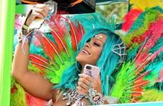 Bỏng mắt với trang phục lễ hội cực chất của ca sỹ Rihanna