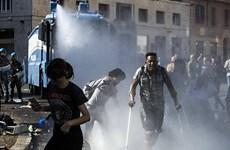 Cảnh sát Italy đụng độ với hàng trăm người nhập cư ở Rome