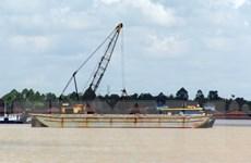 Chấn chỉnh tình trạng khai thác cát trái phép trên sông Hương