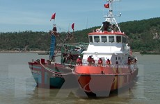 Lai dắt tàu cá và 9 ngư dân gặp nạn trên biển vào bờ an toàn