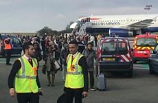 Hành khách British Airways sơ tán khẩn cấp khỏi máy bay tại Pháp
