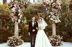 Ngất ngây với loạt đồ đôi lãng mạn của Song Hye Kyo-Song Joong Ki