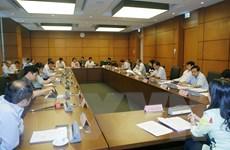 Đại biểu Quốc hội thảo luận tại tổ về dự án Luật Đo đạc và bản đồ