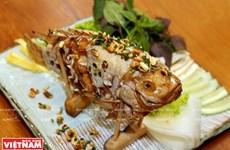 Cá điêu hồng chiên xù cuốn bánh tráng miền Tây Nam Bộ