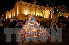 Cây thông Noel vô cùng đặc biệt tại trung tâm thủ đô Hy Lạp