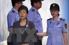 Bà Park Geun-hye từ chối trả lời thẩm vấn về cáo buộc nhận hối lộ